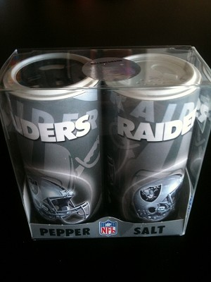 NFL Oakland Raiders  Salt & Pepper Shaker Set