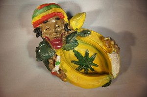 JAMAICAN MAN WITH BANANAS ASHTRAY (LT113)